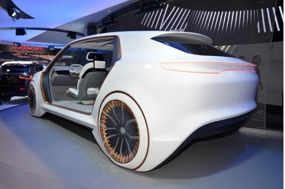 فيات كرايسلر تريد التعاون مع الشركة المصنعة لآيفون لإنتاج السيارات