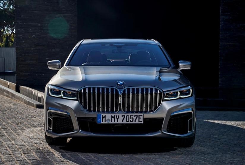 BMW تضيف ميزة التحكم عن بعد للفئة السابعة الشهيرة موديل 2020