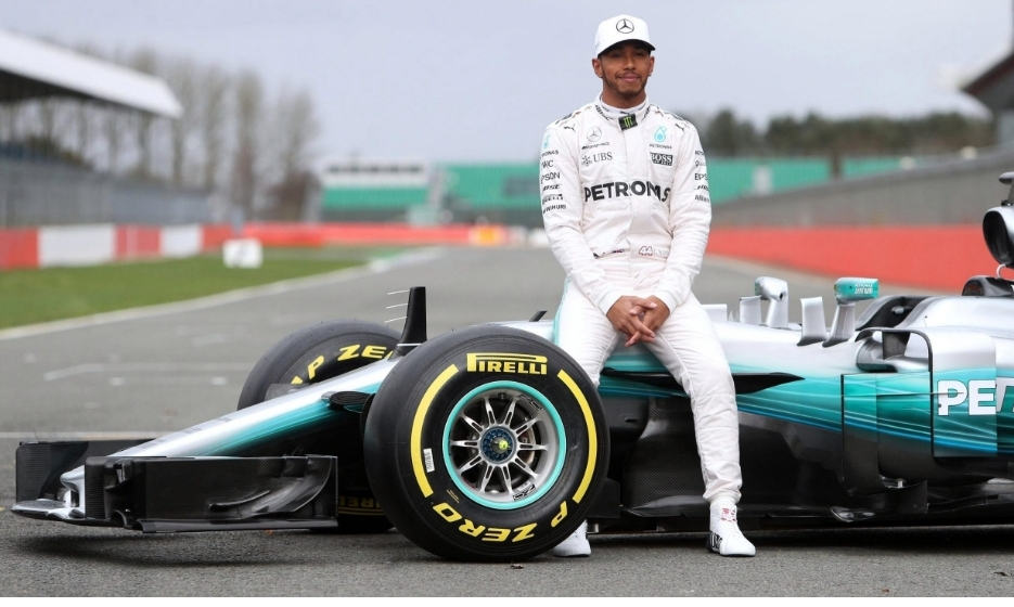 هاميلتون يعلّق على إجراء سباقات فورمولا 1 بدون جماهير