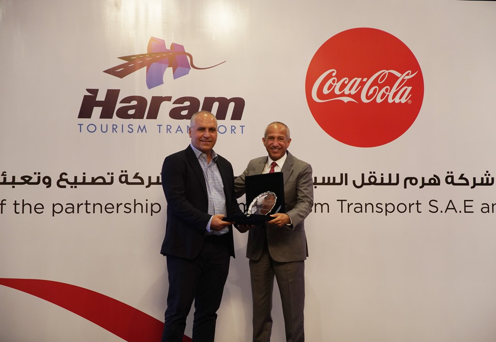 شركة هرم للنقل السياحي تتعاقد مع شركة تصنيع وتعبئة كوكاكولا مصر