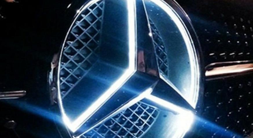 مرسيدس تستدعي 12,800 سيارة GLE وGLS بسبب الشعار المضيء