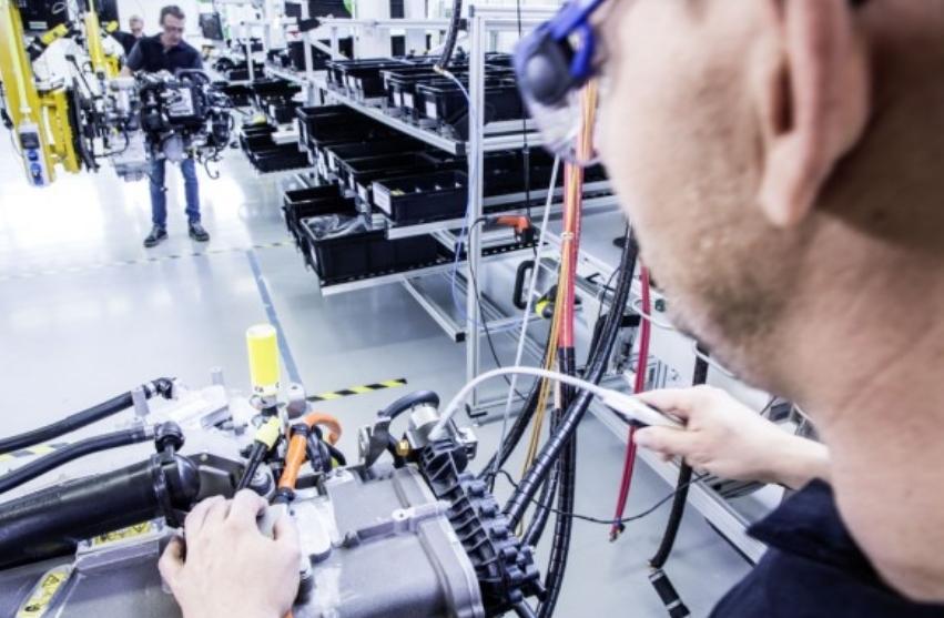 مجموعة فولفو ودايملر تروك إيه جي تنهي مشروع مشترك لخلايا الوقود  الجديدة