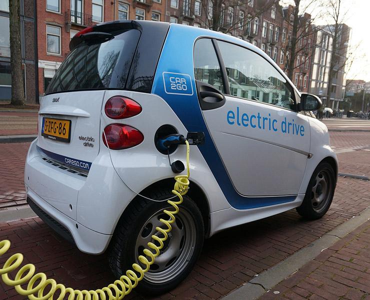 600جنيها رسوم تراخيص السيارات الكهربائية