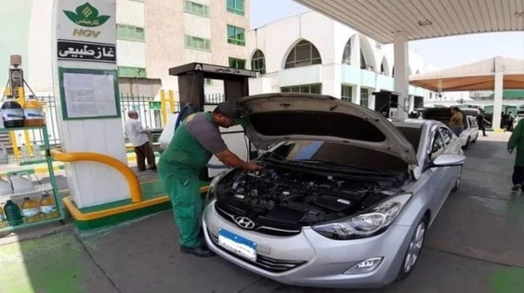 الحكومة تقدم حوافز لأصحاب السيارات لإحلالها وتحويلها للعمل بالغاز الطبيعي