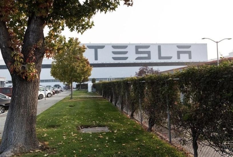 تيسلا تعلن الحرب على كل شركات السيارات في أمريكا