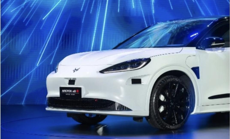 """إطلاق أول سيارة كهربائية ذكية تحمل العلامة التجارية المشتركة مع هواوي """""""