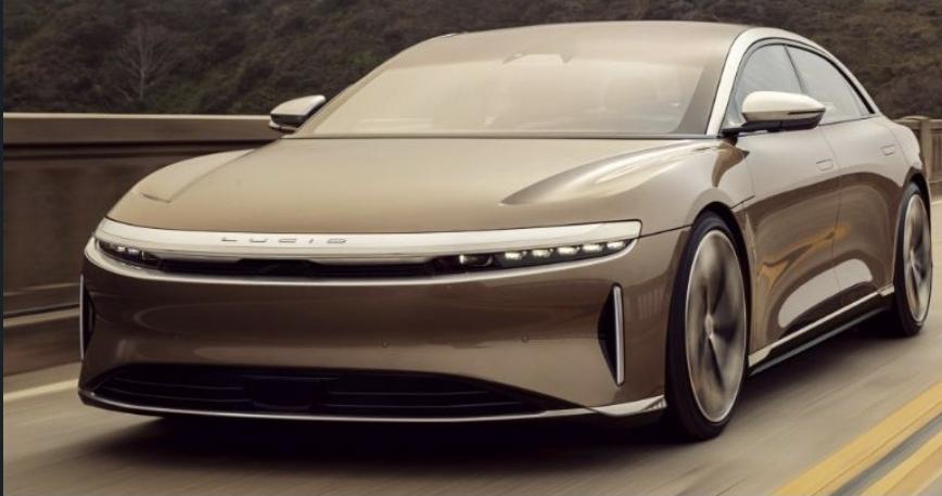 الحكومة السعودية تخطط لإنشاء مصانع سيارات كهربائية