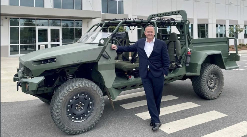 جنرال موتورز تكشف عن مركبة عسكرية جديدة لنقل الجنود