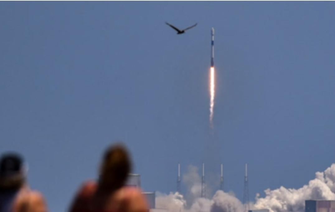 الصاروخ الصيني التائه مر بسماء مصر مرتين