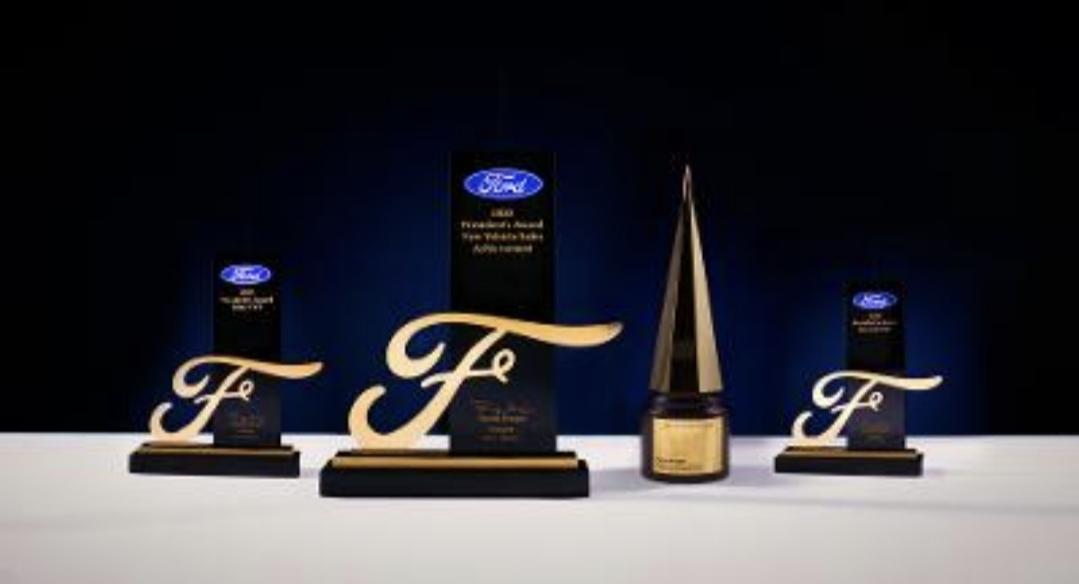 """فورد تكّرم «أوتو جميل» تقديراً للجهود المتميزة لعام 2020 وتهديها """"جائزة رئيس مجلس إدارة فورد"""" و""""جائزة رئيس فورد للخدمات والمبيعات"""""""