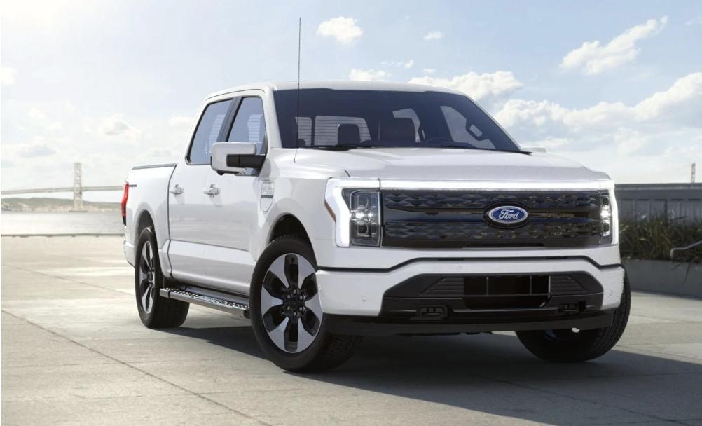 فورد تنشر براءة اختراع لشحن السيارات الكهربائية أثناء السير