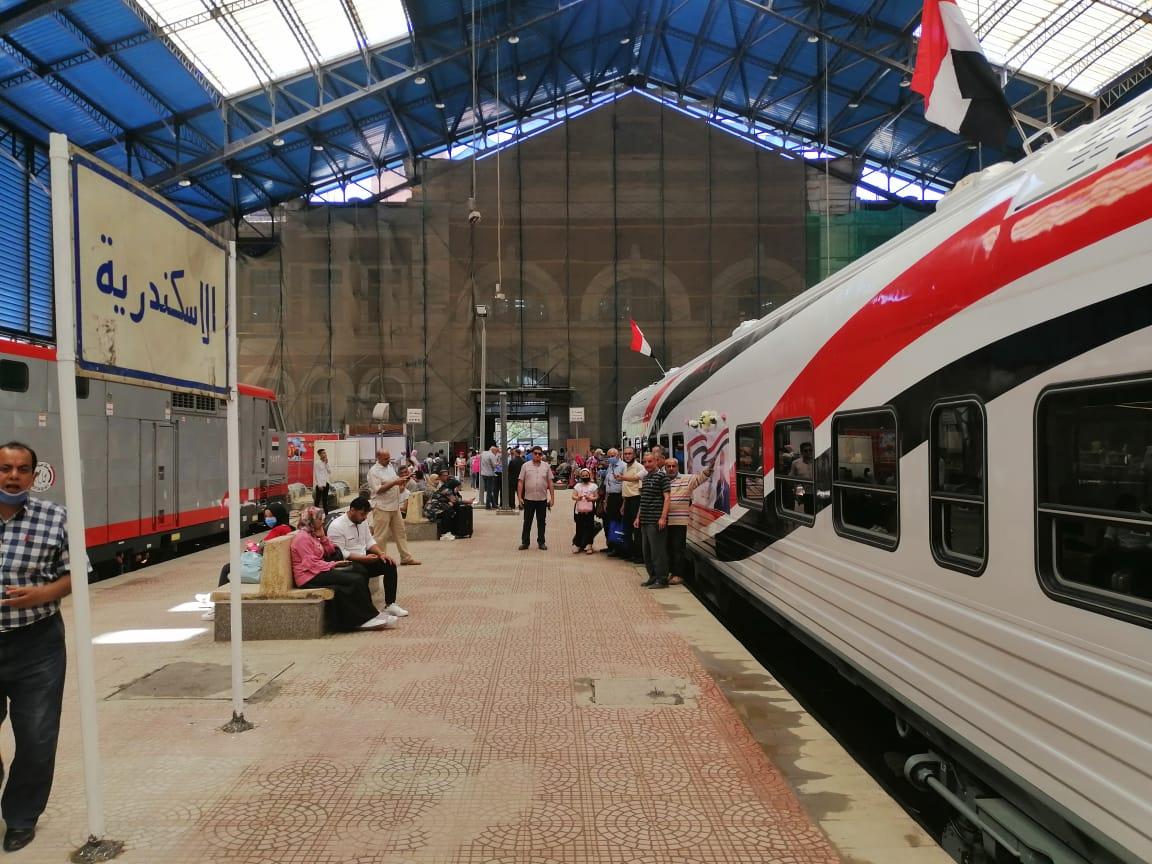 3 جنية يا فندم ثمن انتظارك داخل محطة السكة الحديد لو مش مسافر