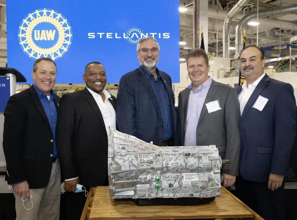 ستيللانتس تستثمر 299 مليون دولار للسيارات الهجينية مع الناقل 8 سرعات