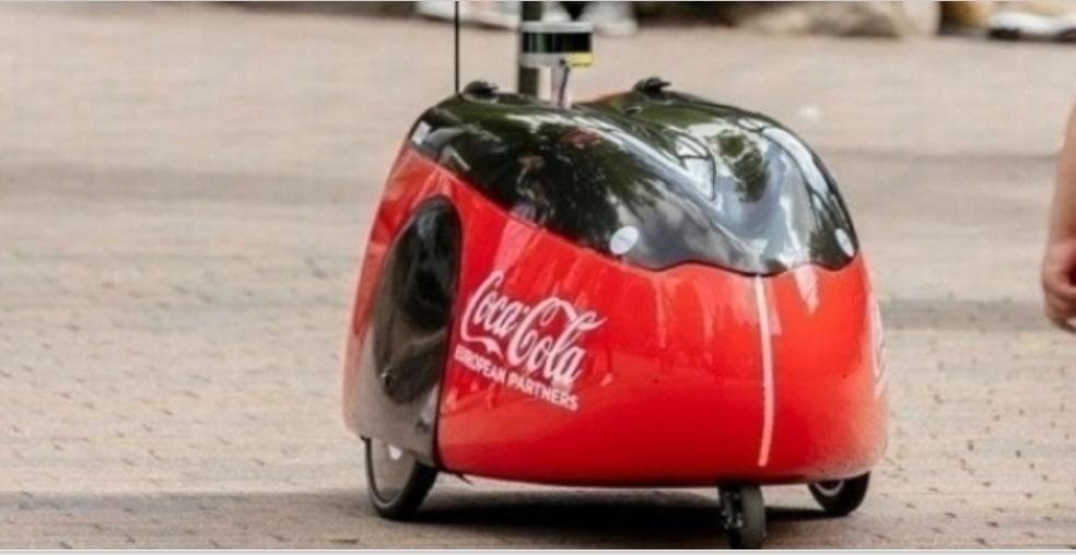 روبوت لتوصيل المشروبات الغازية في بريطانيا