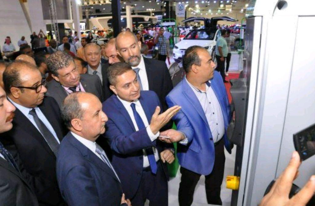 """وزير التجارة والصناعة يتفقد جناح شنايدر إليكتريك مصر في معرض """"أوتوماك فورميلا"""" الدولي للسيارات"""