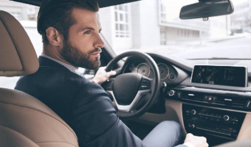 دراسة تؤكد ان الرجال أكثر عرضة لتشتيت الانتباه أثناء القيادة