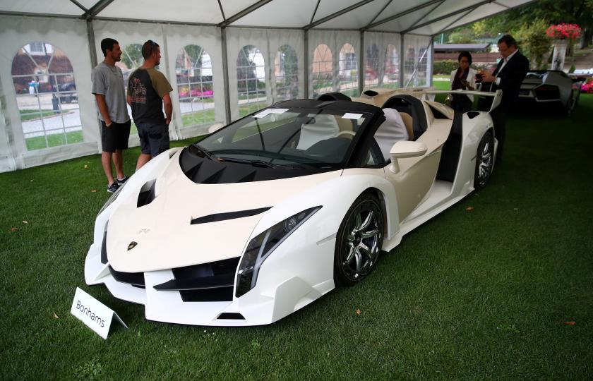 عرض 25سيارة فاخرة مملوكة لابن رئيس غنيا اوبيانج