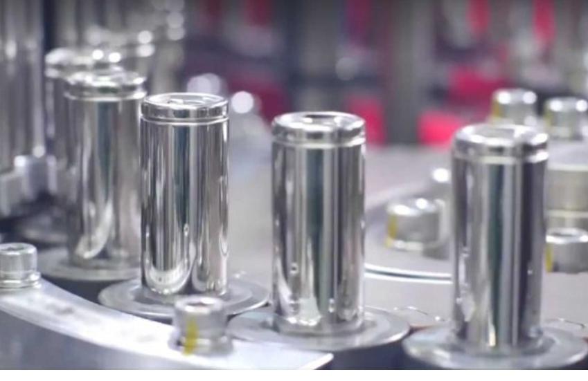 تيسلا تطور بطارية تتيح سير السيارة الكهربائية 1.6 مليون كيلومتر بالشحنة الكاملة