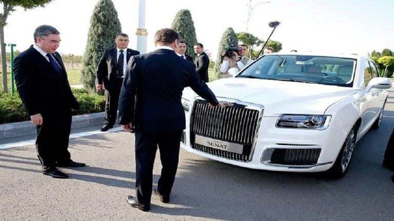 الرئيس بوتين يقوم  بالتسويق لسيارة روسيا الفارهة اوروس