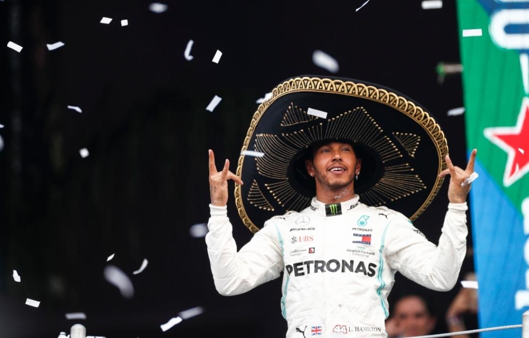 هاميلتون يفوز في المكسيك محققًا انتصاره العاشر في موسم 2019